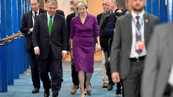 Brexit: Theresa May anuncia fim da imigração desqualificada