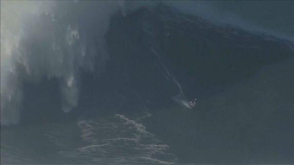 Cavalca l'onda più alta: è record del mondo per Maya