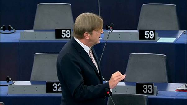 Πυρ ομαδόν στο Ευρωκοινοβούλιο κατά της κυβέρνησης Μέι