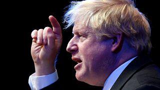 Boris Johnson ataca a May por su plan para el Brexit