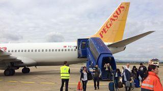 Zagrep Havaalanın'da tahliye edilen Pegasus PC 1135 uçağı yolcuları
