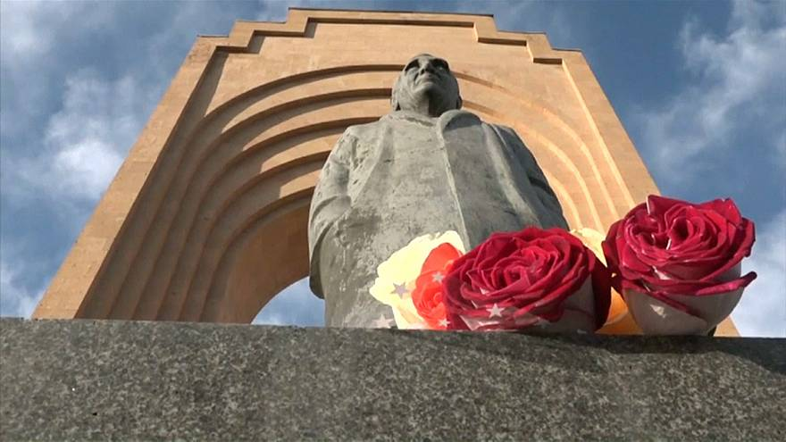 Los armenios se despiden de Aznavour como héroe nacional