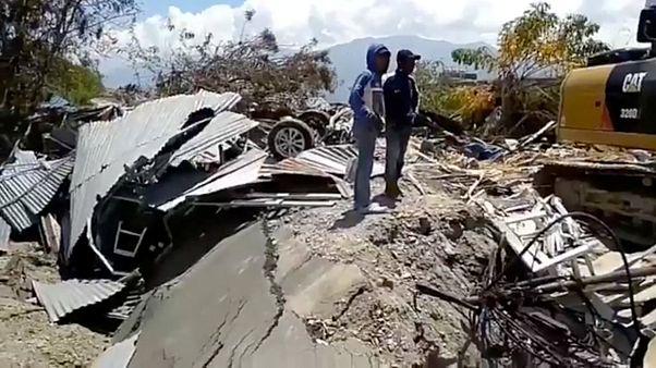 إندونيسيا: ارتفاع عدد قتلى الزلزال وتسونامي إلى1407