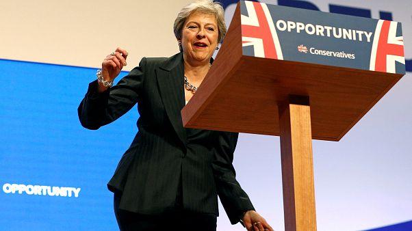 Parti kongresinde dans ederek kürsüye çıkan May anlaşmasız Brexit'i savundu