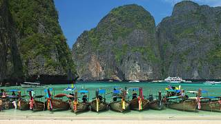 Günlük 5 bin turistin ziyaretiyle zarar gören plaj kendini yenilemesi için süresiz kapatıldı