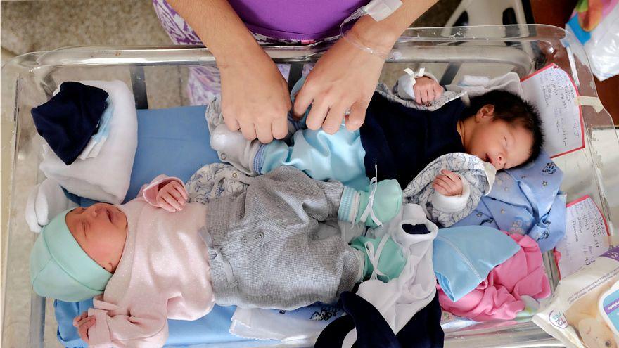 Ekonomik krizdeki Venezuela'da küvez yetersizliğine karşı 'kangru anne' çözümü