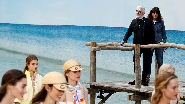 Показ Chanel на берегу океана