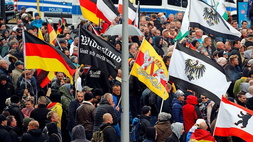 Almanya'nın 'Birleşme Günü'nde aşırı sağcılardan mülteci karşıtı protesto