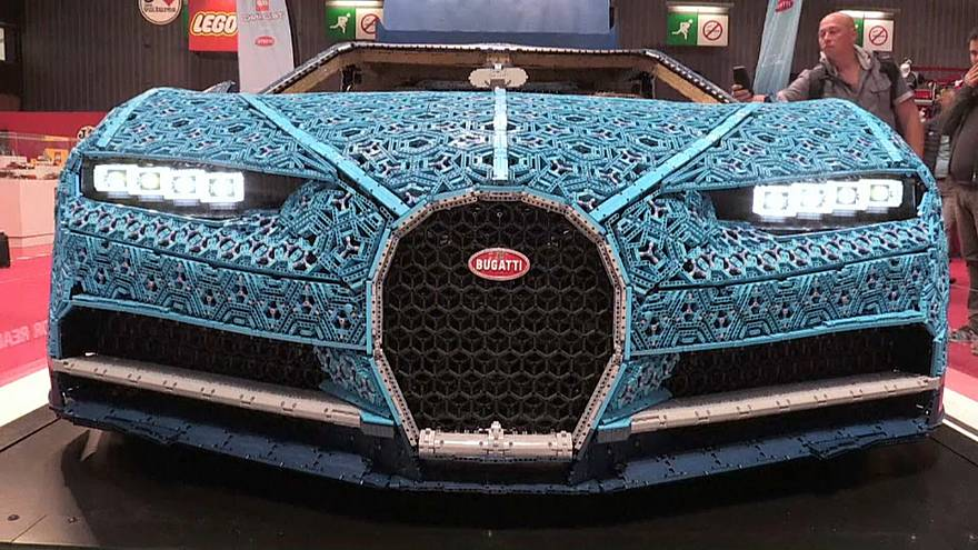 Un Bugatti con piezas de lego