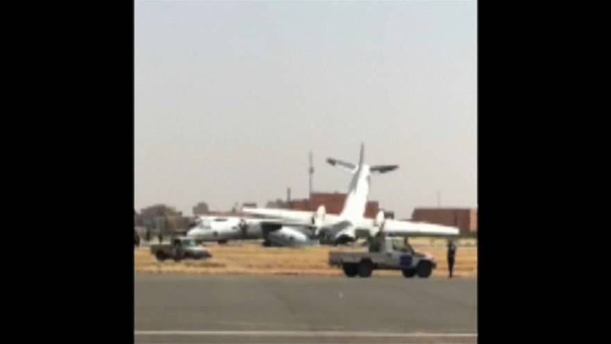 اصطدام بين طائرتين عسكريتين في مطار الخرطوم وإغلاق المطار لساعات