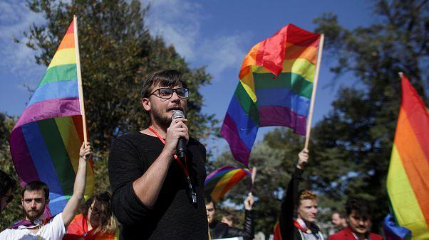 Una Rumanía dividida decide en referéndum prohibir o no las bodas gais