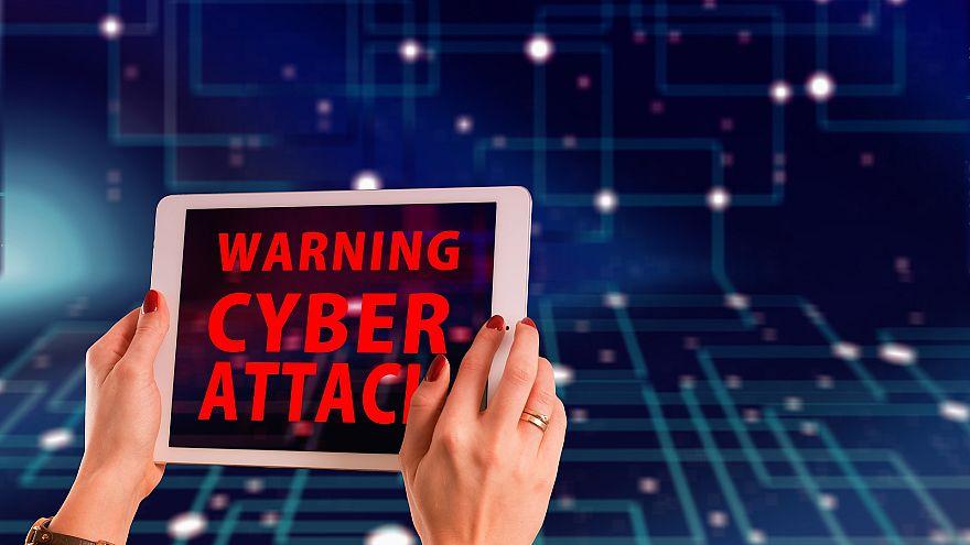سفارة روسيا في لندن: اتهامات بريطانيا ضد المخابرات الروسية بشن هجمات الكترونية غير مسؤولة ومضللة