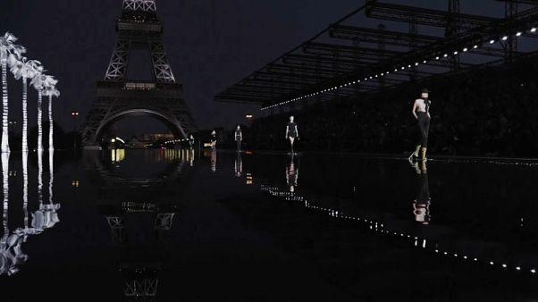 Palmen vor dem Eiffelturm und Intergalaktisches im Louvre