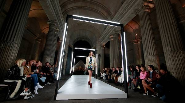 Saint Laurent e Vuitton seduziram Paris