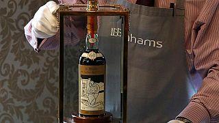 Près d'un million d'euros pour une bouteille de whisky!