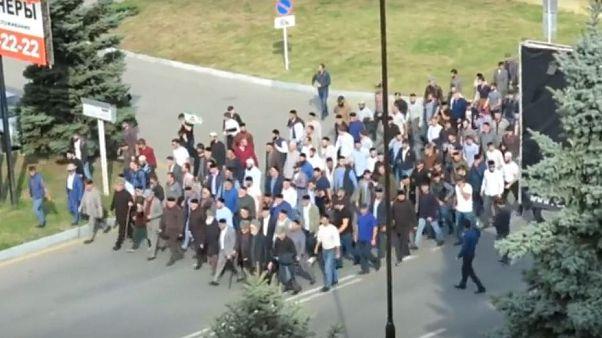 Çeçenistan'la İnguşya arasındaki toprak takası halkı ayaklandırdı