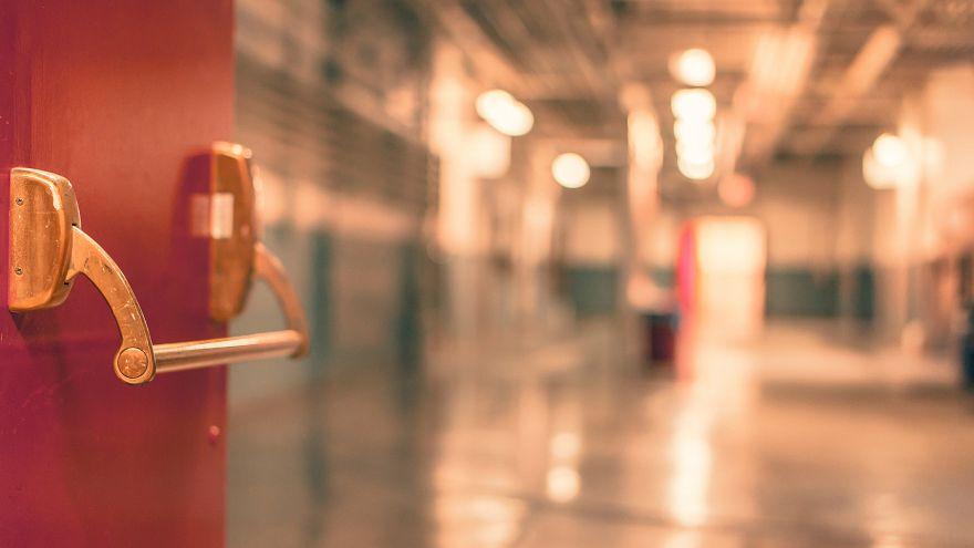 مدير مدرسة أميركية يواجة تهمة الإساءة للأطفال لضربه تلميذين ''بعنف''