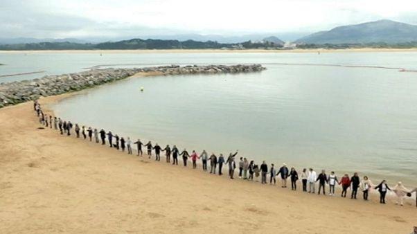 Los vecinos de la Magdalena salvan su playa