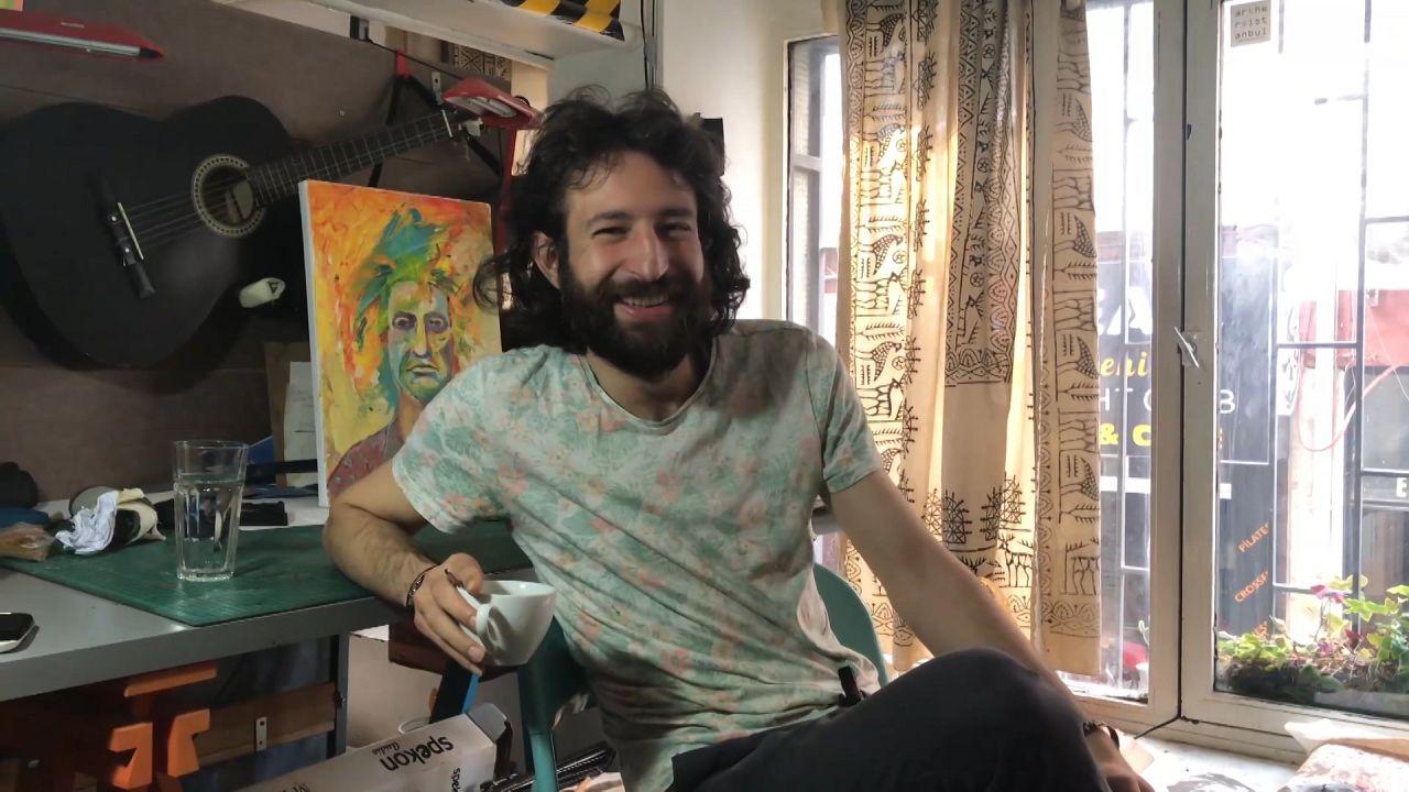 Suriyeli ressam Ali Omar (Foto: Dilek Gül)