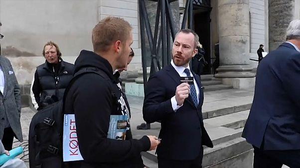 Датский министр рассказал вегану о любви к бекону