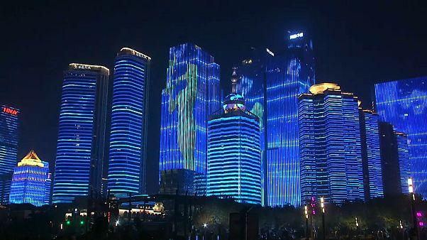 شاهد: الصين تبهر العالم عبر إضاءة مدنها في عيدها الوطني التاسع والستين