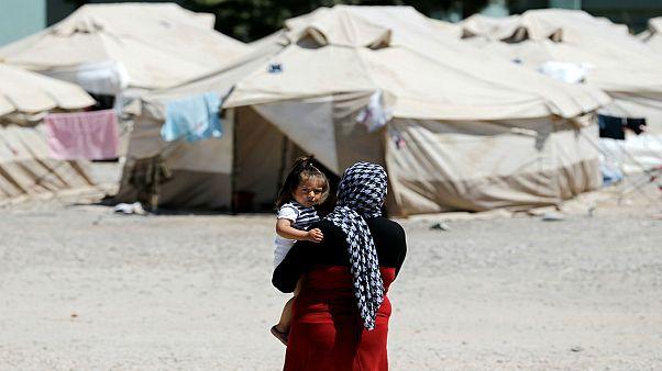 العفو الدولية: لا أمان للاجئات في مخيمات اليونان .. حتى داخل دورات المياه