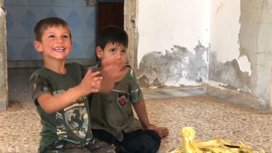 مع انخفاض حدة التوتر.. عائلات سورية تجد طريق العودة إلى منازلها في محافظة حماة