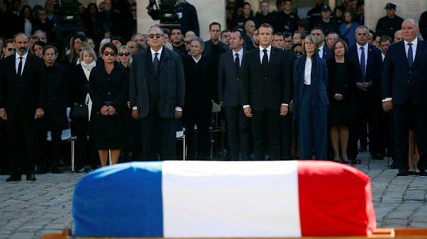 فرنسا تُوّدع  شارل أزنافور بتكريم وطني مهيب