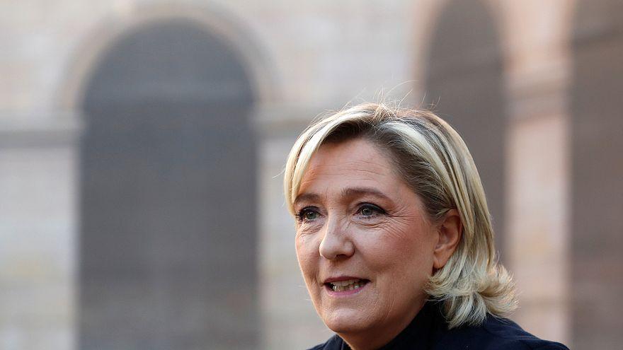 Faustschlag ins Gesicht: Marine Le Pens Tochter (19) angegriffen