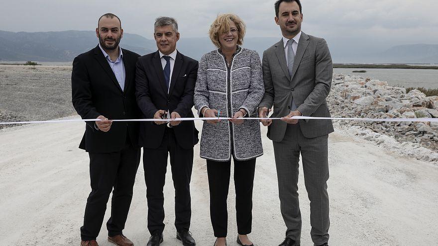 Κρέτσου: «Σύμβολο της ευρωπαϊκής συνοχής η λίμνη Κάρλα»