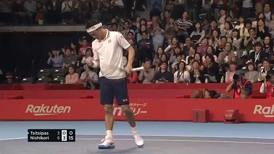 Nishikori se mete en semifinales del torneo de Tokio tras vencer a Tsitsipas