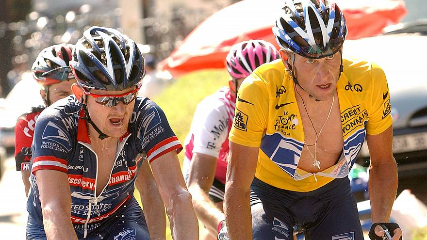 Floyd Llandis (L) and Lance Armstrong (R) at the 2004 Tour de France.