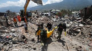 Ajuda humanitária chega à Indonésia