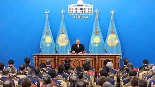 Kazakistan Latin alfabesine geçiş için pilot uygulama başlattı