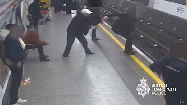 شروع بالقتل في مترو الأنفاق في لندن