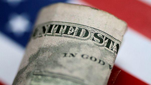 بانکها ارز را گران کردند؛ حواله دلار ۱۴۷۰۰ تومانی در سکوت خبری