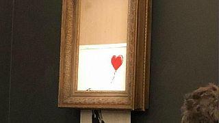 لوحة لبانكسي تمزق نفسها عقب بيعها بأكثر من 1.37 مليون دولار