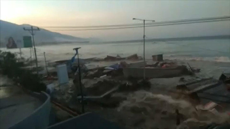 Palu: Dramatic footage of Tsunami