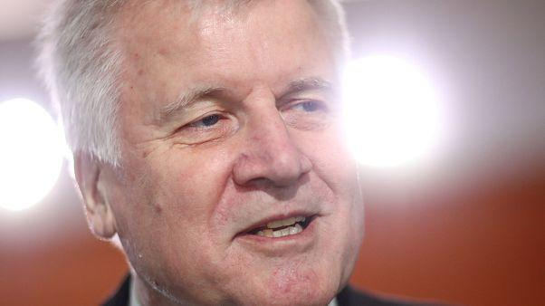 Auch nach Bayern-Wahl: Seehofer will Innenminister bleiben