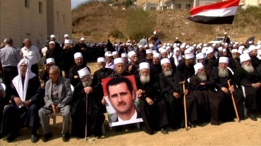 شاهد: دروز الجولان يؤيدون الأسد على الحدود