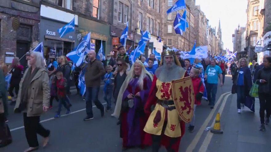شاهد: مسيرة مؤيدة لانفصال اسكتلندا في إدنبرة