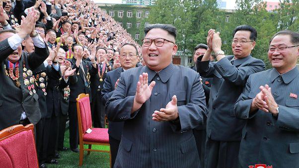 Kim Jong-Un nükleer tesisleri teftiş için uzmanları ülkesine çağırdı