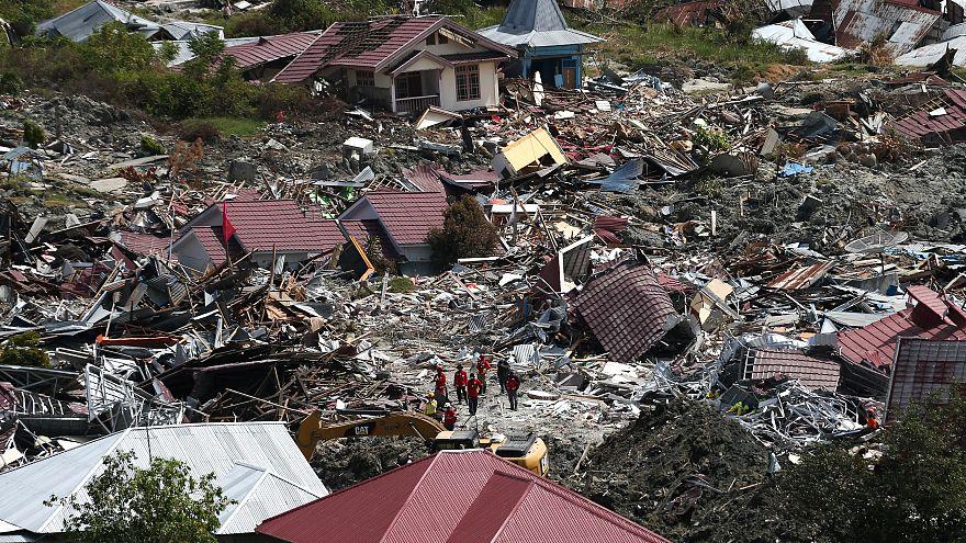 Endonezya'daki depremden geriye kalan fotoğraflar
