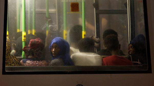 İtalya: Almanya uçakla göçmen gönderirse havaalanlarını kapatırız