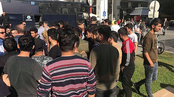 Αποχώρησαν οι μετανάστες που είχαν «κατασκηνώσει» στην πλατεία Αριστοτέλους
