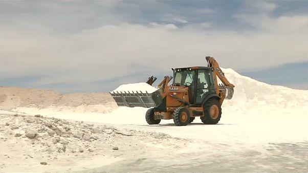 Nachschub fürs Handy: Deutsche bauen Lithium in Bolivien ab