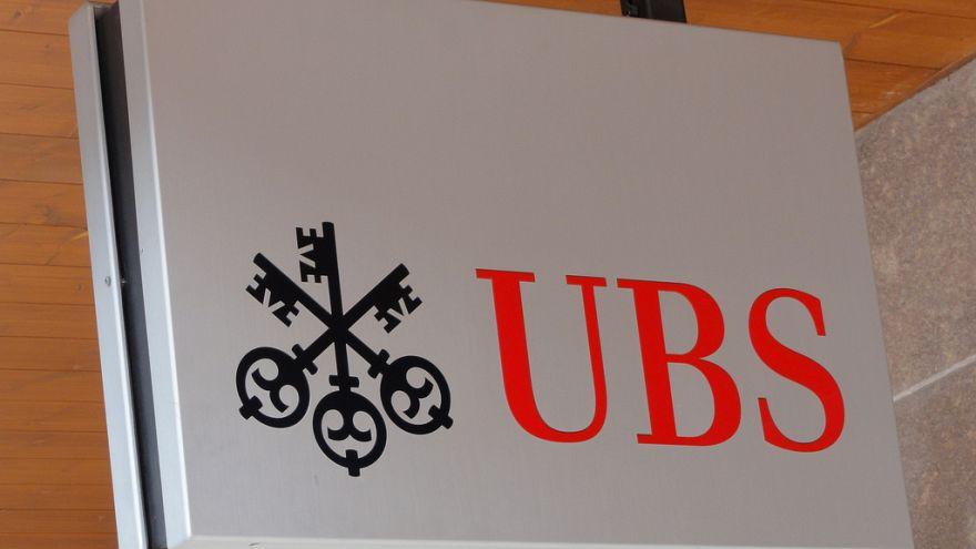 Vergi kaçakçılığına aracılıkla suçlanan İsviçreli UBS Bankası Paris'te yargılanıyor