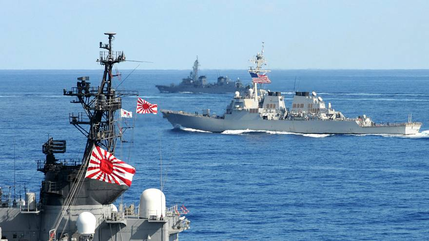 """البحرية اليابانية تنسحب من تمارين دولية بسبب """"علم الشمس الساطعة"""""""