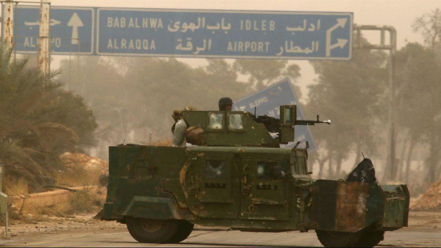 سوریه، شورشیان سلاح های سنگین خود را از ادلب خارج کردند