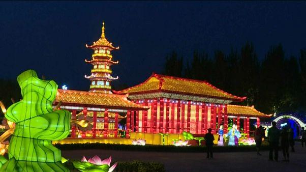 Lantern festival draws crowds to China's Panjin City